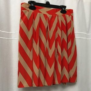 Soft & silky feeling! Chevron lined zip skirt